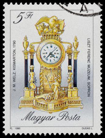 """orologi antichi: UNGHERIA - CIRCA 1990: timbro stampato in Ungheria, mostra orologio stile rococ� Mantel da JM Welz, 1790, con la stessa scritta, dalla serie """"orologi antichi"""", circa 1990"""