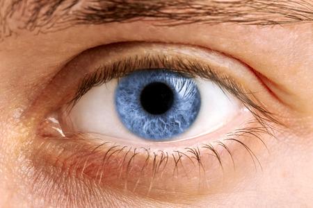 Primer plano de un hombre de ojos, macro Foto de archivo - 25757090