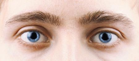 ojos azules: Primer plano de un hombre de ojos, macro