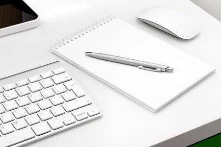 メモ帳とキーボード、マウスを職場