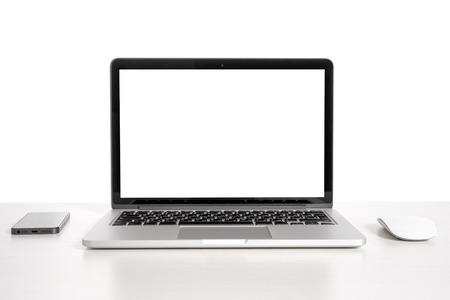 psací stůl: Laptop na světlo stůl s myší a telefon