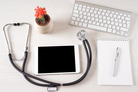태블릿 터치 패드 컴퓨터는 의사의 사무실에 스톡 콘텐츠