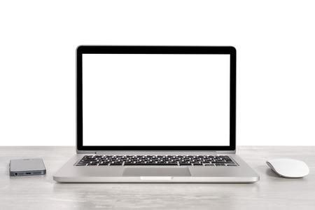 노트북 및 전화 및 격리 된 직장에서 마우스 스톡 콘텐츠