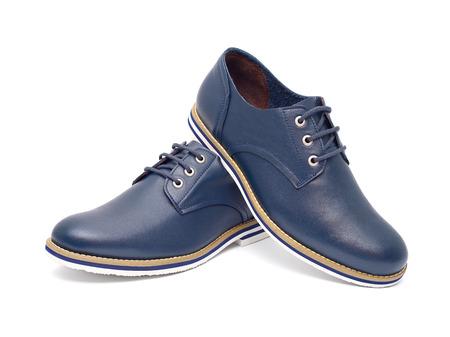 zapato: Zapatos de moda de los hombres de diseño azul, casual sobre un fondo blanco aislado