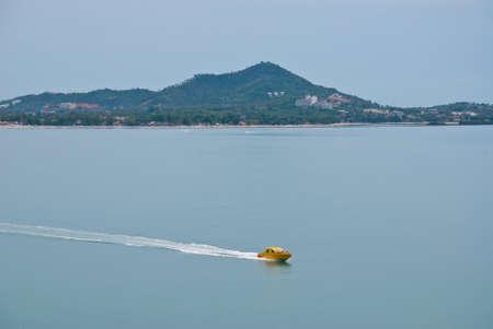 speed line: Speed boat in mare lo spostamento linea di velocit� barca