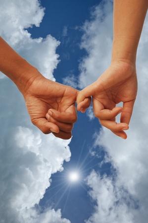 ensemble mains: Signe de l'amour avec les deux mains ensemble amant
