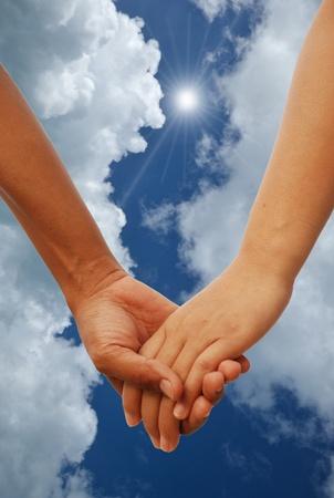 h�nde in der luft: Signieren der Liebe mit zwei Liebhaber H�nde zusammen Lizenzfreie Bilder