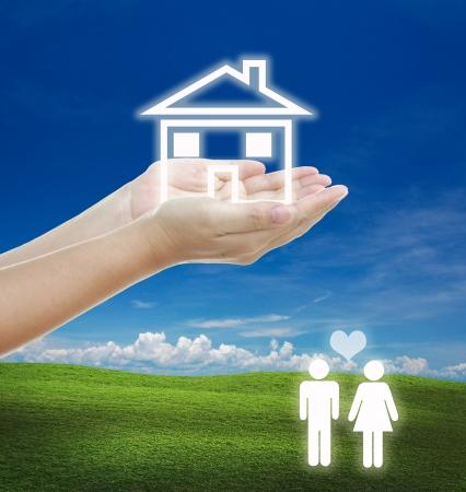 planificaci�n familiar: idea para la pareja del concepto de familia con la planificaci�n de la casa. Foto de archivo