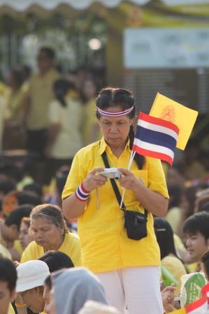 BANGKOK, THAILAND - DECEMBER 5: Almost one million of Thai poeple on Ratchadamnoen road  at H.M. the Thai King's Birthday Celebration   on Dec 5, 2012 at bangkok, Thailand. Stock Photo - 17003267