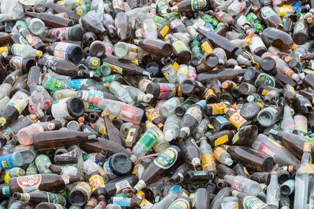 recycles: recycles industrial; glass bottle. Editorial