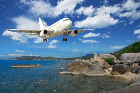 koś: White single airplane with ko samui