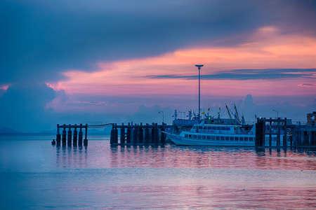 koś: Sunset seascape Ko Samui, Thailand. Editorial