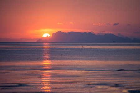 koś: sunset seascape nathon beach ko samui, thailand.