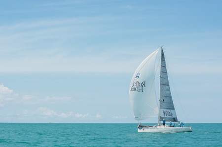 SAMUI, THAILAND - MAY 31 : Samui regatta 2014 event. Racing yacht in a sea on 31 May 2014 in Ko Samui island, Suratthani, Thailand. Редакционное
