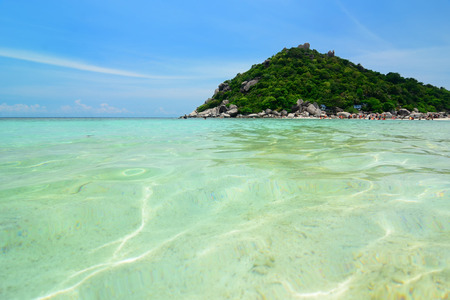 ko: Clear water at ko nangyuan beach, Thailand