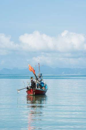 ko: Single lonely boat, ko samui, thailand.