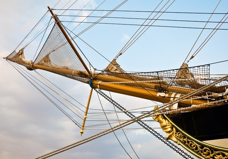 Mast and guy cables of sailing vessel