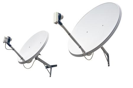 白い背景で隔離された衛星放送パラボラ アンテナ