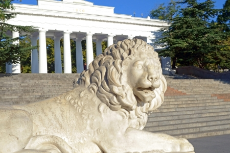 lion figurines: Sculpture of a lion in Sevastopol town
