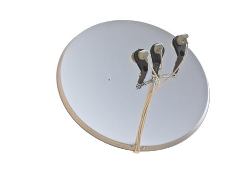 antenne satellite isol? sur fond blanc