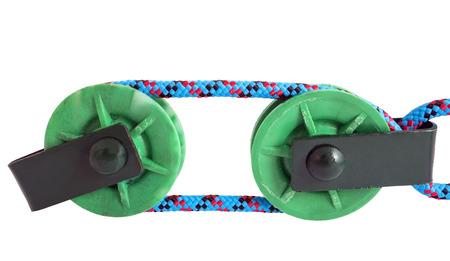 poleas: dos poleas verdes sobre fondo blanco