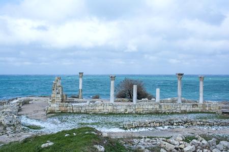 templo griego: Las ruinas de un antiguo templo griego en Quersoneso Foto de archivo