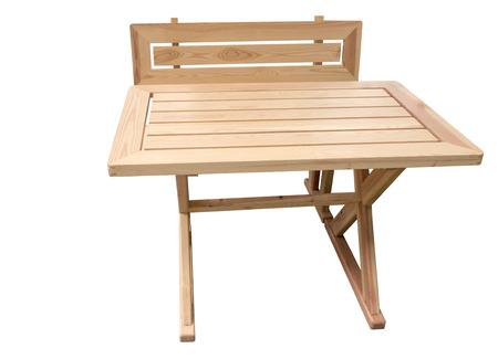 silla de madera: mesa de madera y una silla aislada en el fondo blanco Foto de archivo