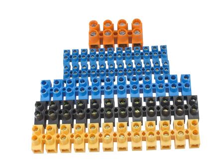 Componenten voor gebruik in elektrische installaties op witte achtergrond
