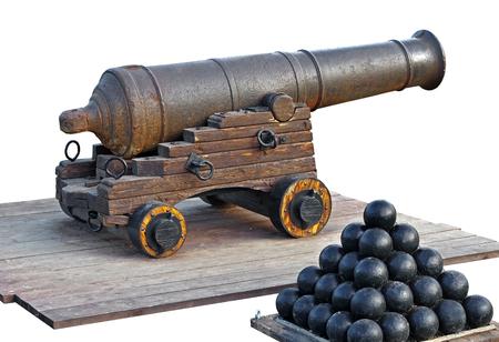 antiguo artillería medieval artillería en el fondo blanco