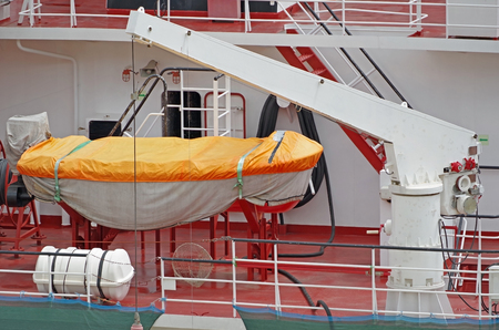 The rescue boat to evacuate people from a vessel in an emergency Foto de archivo - 104487113