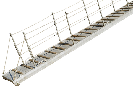 Escalera de barco con cuerdas sobre fondo blanco.