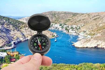 hand with compass on background of mountains Standard-Bild - 133457125