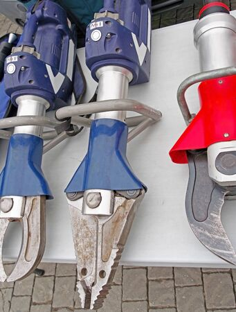 the new Closed jaws of a mechanical hydraulic rescue tools