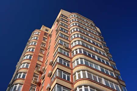 Tall residental building ground view Standard-Bild