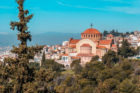 View of Thessaloniki and the Orthodox church of Saint Paul the Apostle. Greece. Banco de Imagens