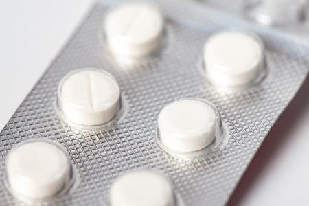 Embalaje de comprimidos blancos, Envases de comprimidos blancos envasados en blísteres.