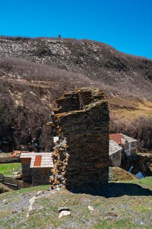 Remains of the ancient Svan towers in the high-mountainous village of Ushguli. Svaneti, Georgia Standard-Bild