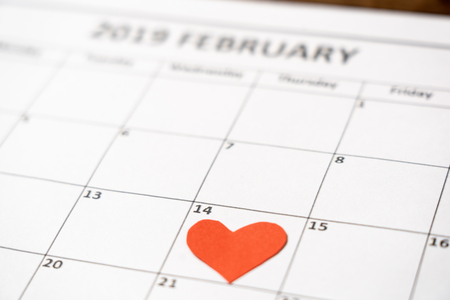 2019 february out of focus calendar and focus red heart on the 14th, blur romantic light in getting ready for saint Valentines day date, Love celebration, dreams and romantic anniversary concept. Imagens