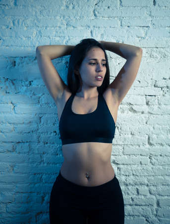 Beauty portrait of sport woman wearing gym suit looking sensual and fit. Studio shot of latin sexy strong woman in sportswear looking healthy posing against brick wall. In fitness Body care concept. 免版税图像 - 152493807