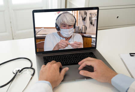 Online medical consultation. Screen laptop with Sick senior woman video calling physician for medical treatment. Medicine online, virtual appointment with doctor getting health advice for Coronavirus. Banco de Imagens