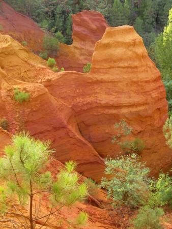 orange, red ochre cliffs in Roussillon, France Zdjęcie Seryjne