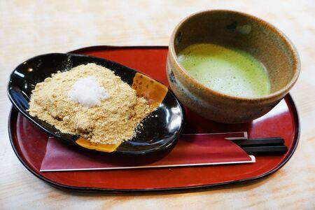 maccha: Maccha and kinako-mochi