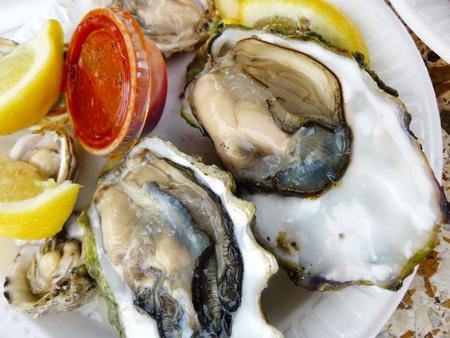 tabasco: Raw oysters