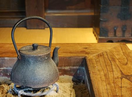 日本の鉄瓶・囲炉裏