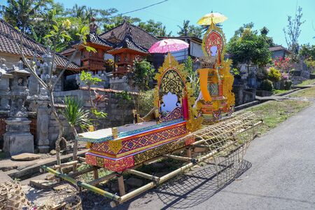 Bamboo burial litter. During the funeral ritual, Hindu believers consider the body of the deceased to be bier. Multicolored design with symbols. Faith and cremation on Bali island. Archivio Fotografico