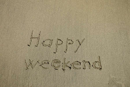 happy weekend written on a tropical white sand beach Banque d'images