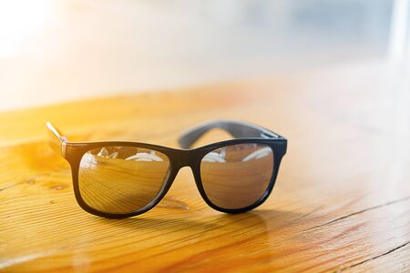 fashion sunglasses on wooden table Stok Fotoğraf