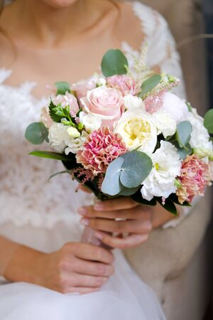 Bouquet with pink and white flowers in the hands of the bride. Stok Fotoğraf - 134740728