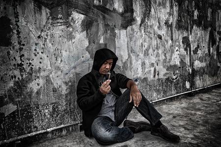 sobredosis: Drug abuse concept., Overdose asian male drug addict in action with drugs narcotic syringe in hand. Foto de archivo