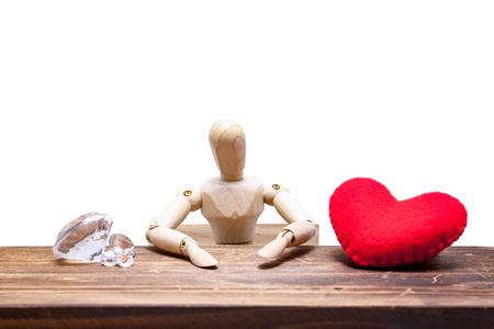 wooden dummies choose between diamond or heart, isolated on white background., love concept for valentines day. Banco de Imagens